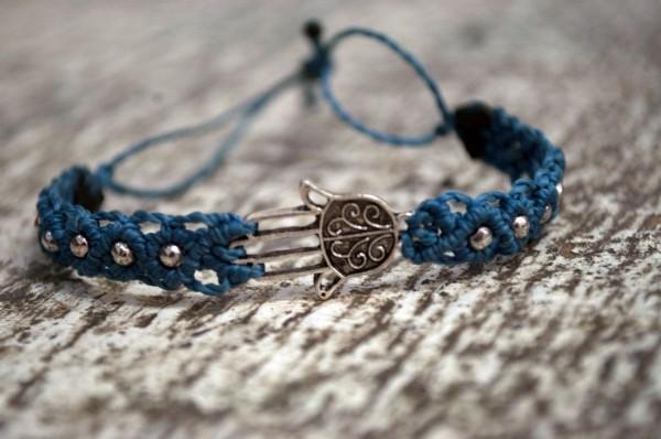 Armband hellblau mit Hand der Fatima